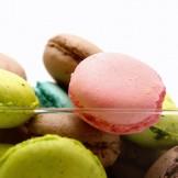 Macarons - Macarons de chocolate, limão amora e pistache.