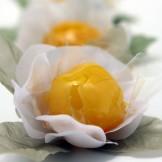 Bala de Ovos - Doce de ovos mole banhado em calda de caramelo.
