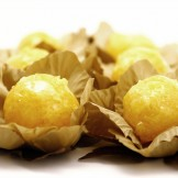 Fios de Ovos Dourado - Doce de gemas envolto por fios de ovos e banhado em calda de caramelo.