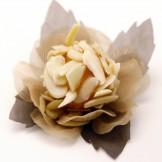 Ouriço de amêndoas - Doce de amêndoas banhado em calda de caramelo e envolto por amêndoas laminadas.