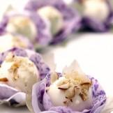 Doce de Cupuaçu - Doce da pura polpa de Cupuaçu banhado em calda de caramelo e coberto com chocolate branco.